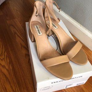 S.Madden Irenee blush sandal 2in heel Sz8 Like New